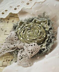 """Купить Брошь """"В горошек"""" - брошь, брошь цветок, роза, цветок, горошек, в горошек, оливковый"""