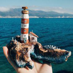 Внимание!!!!💥💥💥😁 Островок с маяком, домиком и лодочкой🚨🏚🚣 очень мне он понравился 😍 и так как были люди которые заинтересовались в приобретении таких морских работ🤗я решила выставить его на продажу😉 Обращайтесь в директ🙋 Остальные работы в продаже по тегу #вналичии_mrsdriftwood 😉 #дрифтвуд#дрифтвударт#новороссийск#handmade#driftwood#driftwoodart#сделаносдушой