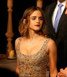 Emma Watson Beautiful, Emma Watson Sexiest, Pretty People, Beautiful People, Beautiful Ladies, Ema Watson, Hermione Granger, Queen, Celebrity Crush