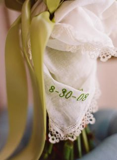Love this detail for the bouquet