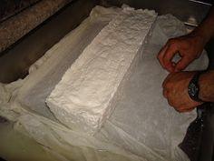 TΟ ΗΘΟΣ ΠΟΥ ΧΑΣΑΜΕ...: Τυρί φέτα και μυζήθρα από τα χέρια σας...