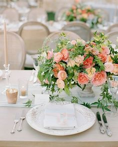 This simple, neutral table design really allows those citrus hued blooms to pop…