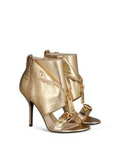 Moschino scarpe 2015 primavera estate, 3 mood diversi per le 3 linee del brand Moschino sandalo con borchie e zip 795.00 euro