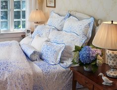 Guest room | Lamps, blue hydrangeas, Bouquet Eclate in periwinkle by D. Porthault