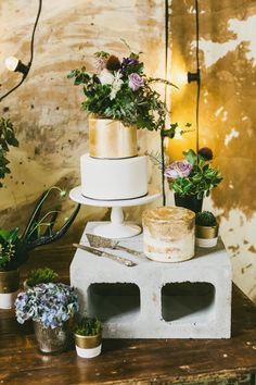 CAKE! INDUSTRIAL WEDDING STYLING FROM HOPE & LACE | CONCRETE GOLD CAKE FESTOON LIGHTING
