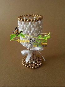 PERLAS RECORDATORIOS - CREANDOCONADRIANA Seed Bead Crafts, Beaded Crafts, Beaded Ornaments, Jewelry Crafts, Crochet Bracelet Pattern, Beaded Necklace Patterns, Beading Patterns, Beaded Jewelry, French Beaded Flowers