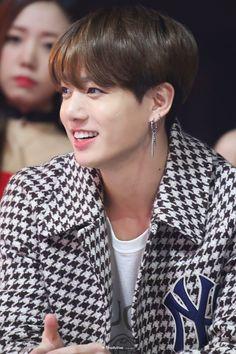What is it about JK wearing dangling earrings that makes my heart skip a beat? He just looks so damn sexy! Jungkook Cute, Foto Jungkook, Foto Bts, Bts Photo, Bts Taehyung, Bts Jimin, Jung Kook, Jung Hyun, K Pop