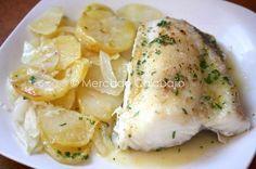 Cómo preparar un pescado al horno con patatas panadera. Técnica y receta