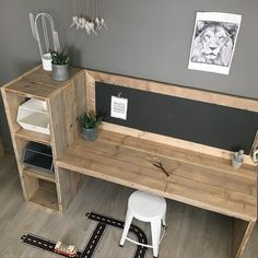 39 Rustic Farmhouse Bedroom Design and Decor Ideas To Transform Your Bedroom - The Trending House Diy Office Desk, Diy Desk, Deco Kids, Farmhouse Bedroom Decor, Home Office Design, Diy On A Budget, Kids Bedroom, Room Kids, Pallet Furniture