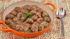 Swedish Meatballs With Rich Gravy - Recipes - Best Recipes Ever - No Nordic holiday spread is complete without meatballs. Meat Recipes, Appetizer Recipes, Cooking Recipes, Appetizers, Chef Recipes, Seafood Recipes, Batch Cooking, Freezer Cooking