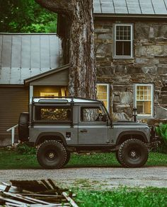 A Defender with the new Cummins crate motor? Yes please! #overlandkitted @dmarshmallow @alloyandgrit https://ift.tt/2p8PNFj