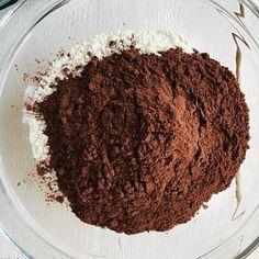 Prăjitură cu mousse de afine, cremă de brânză și glazură oglindă de ciocolată – Chef Nicolaie Tomescu Sweet Desserts, Food Design, Tiramisu, Cheesecake, Sugar, Ethnic Recipes, Cream, Cheese Cakes, Tiramisu Cake