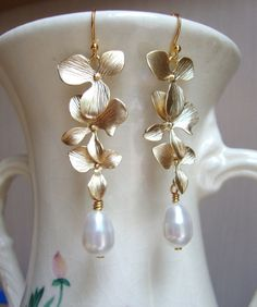 Matte Gold Orchids and Swarovski Pearls Dangle Earrings. Bridal Earrings. Bridesmaid Earrings.