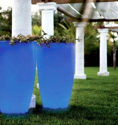 http://sach4events.com/ MONTERO Medidas:Ø63 x 90 cm, Ø63 x 110 cm  o  Ø63 x 130 cm .Tudo disponível com um tubo de drenagem que facilita o fluxo de água para uso externo. Disponível com opções tao práticas como o kit de auto- rego que pode livrá-lo de regar as suas plantas diariamente e ter certeza de que elas vão ser mantidas e regadas.   Adequados para interior e exterior