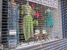 Shops do NOT open early shop