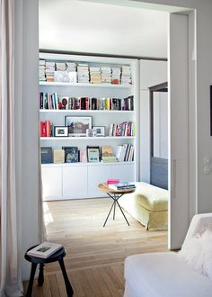 Like the door Living Room Interior, Home Living Room, Living Spaces, Built In Cupboards, Bookshelf Design, New England Homes, Home Libraries, New Room, Interior Design Inspiration