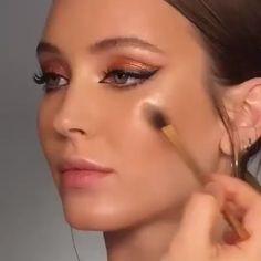 natural makeup for brown eyes . natural makeup for black women . natural makeup looks . natural makeup for blue eyes . natural makeup for green eyes Contouring Makeup, Skin Makeup, Eyeliner Makeup, Contour Makeup Tutorials, Makeup For Brown Skin, Hair And Makeup, Best Highlighter Makeup, Best Contour Makeup, Diy Eyeshadow
