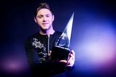 The night's biggest stars popped by PEOPLE and Getty's photo booth to show off their goods Niall Horan 2017, American Music Awards 2017, Ex One Direction, Irish Singers, Naill Horan, Perfect People, James Horan, Always Smile, Good Morning America