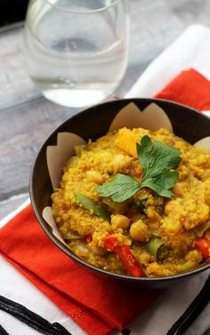 One -{Pot Curried Quinoa with Butternut Squash and Chickpeas by ohmyveggies #Quinoa #Butternut_Squash #Chickpeas #One_Pot #Healthy