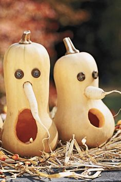 Welcome trick-or-treaters with these simple, easy-to-carve pumpkin creations!