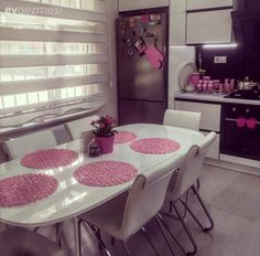 Beyaz mutfak, Mutfak, Mutfak aksesuar, Mutfak masası, Pembe