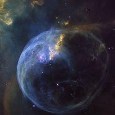 Interesting one by paitepompeta #astrophotography #contratahotel (o) http://ift.tt/20nAMc7 IMPRESIONANTE CAPA DE GAS Y POLVO DE LA NEBULOSA DE LA BURBUJA  Esta imagen ha sido publicada por la NASA para conmemorar el vigésimo sexto aniversario de la puesta en órbita del Telescopio Espacial Hubble (24 de abril de 1990). El objeto en la imagen es conocido como la Nebulosa de la Burbuja la cual es en realidad una nube de gas y polvo iluminada por la estrella en su interior. La Nebulosa de la…