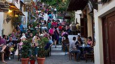 Ας αναδείξουμε την Ελληνική Διατροφή, την Μεσογειακή Διατροφή στους επισκέπτες μας. Φεύγοντας πίσω στη χώρα τους πέρα από όμορφες αναμνήσεις θα έχουν και όμορφες γευστικές αλλά και θρεπτικές εμπειρίες που θα τις αναζητήσουν στο τόπο τους. Με φαγητό και προϊόντα made in Greece