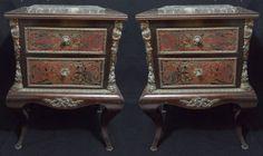 Par de mesinhas laterais em madeira ebanizada com ricos detalhes em marchetado no padrão André de Bo