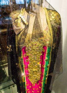 Must-see architecture and art if you travel to the UAE (especially Dubai and Abu Dhabi), including this sparkly outfit from the Dubai Women's Museum!