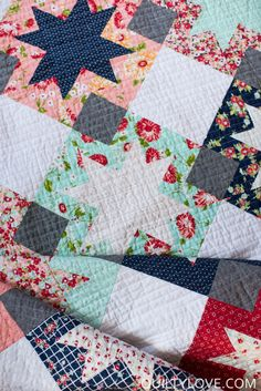 North Star quilt is a modern sawtooth star quilt pattern by emily of quiltylove.com. Fat quarter friendly quilt for the modern quilter. #modernquilting #quiltylovepatterns #quiltpattern