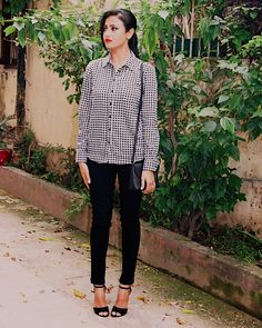 Gingham, Gingham trend, Gingham shirt, Style gingham, wear with gingham, classic , minimal gingham look, minimal gingham outfit, chic gingham outfit, top indian blog, indian fashion blogger, uk blog, indian luxury blog, spring summer trend, classy edgy look,