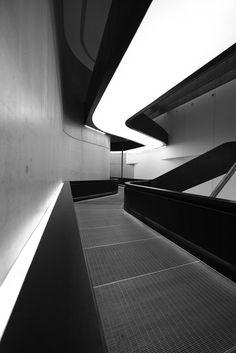 Architecture and Fashion. Zaha Hadid Interior, Zaha Hadid Architecture, Space Architecture, Gothic Architecture, Futuristic Architecture, Amazing Architecture, Dynamic Architecture, Architecture Sketches, Interior Lighting