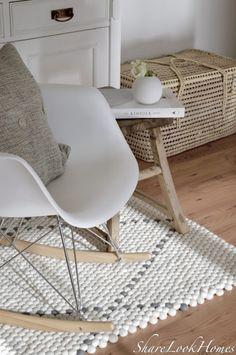 Jetzt weiß ich wessen Hände in liebevoller Arbeit meinen bzw. unseren Teppich hergestellt haben und immer wenn Mäusle und ich jetzt auf dem Teppich hocken um zu lesen, spielen oder einfach nur zum Relaxen ist Maya Rai auch dabei und das finde ich ganz großartig :-). www.Sukhi.de