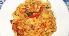 Ingredienti per 4 persone   il sugo:   1 scatola grande di tonno (160 gr)  mezzo peperone rosso  1 spicchio grande di aglio  olio extrav...