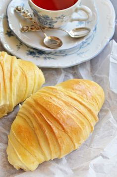Belül puha, vajas, a külseje pattan - food_drink Croissant Bread, Breakfast Recipes, Dessert Recipes, Salty Snacks, Hungarian Recipes, French Pastries, World Recipes, Winter Food, International Recipes