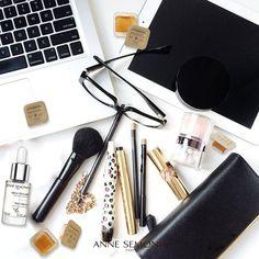 Envie d'un maquillage qui tient toute la journée avec une peau bien lisse ? Appliquez le sérum tissulaire sur votre visage et votre cou et lissez doucement : votre peau est parfaitement hydratée et matifier. Appliquez le glaçon éclat express : peau tonifiée et éclat reboosté.