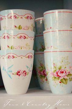 Pretty shabby chic cups