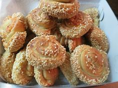 Ζουζουνομαγειρέματα: Τυρορολάκια σουσαμένια, με τυρί κρέμα, πεντανόστιμ... Savory Tart, Doughnut, Bakery, Muffin, Brunch, Appetizers, Pie, Snacks, Breakfast