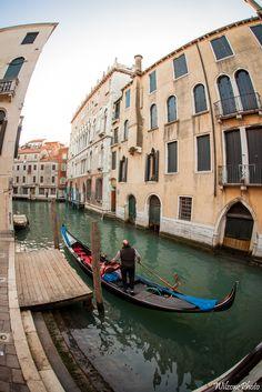Photo prise lors d'un séjour à Venise.  Version HD : https://500px.com/photo/150280413/venise-3856-by-wilzone-photo Site : http://wilzone4.wix.com/wilzonephoto #Wilzonephoto #Venise #Italie #Italy #Venezia #Italia #Gondole