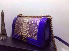 http://www.chics.pw/2016/12/30/chanel-le-boy-flap-bag-blue/