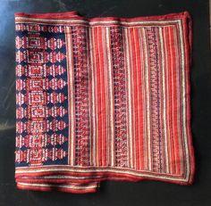 Tejido procedente de Vietnam bordado a mano por la etnia Dao.