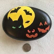 About Rock Painting And Stone Ideas For Inspiration - Steine - halloween art Black Cat Painting, Autumn Painting, Pebble Painting, Pebble Art, Stone Painting, Rock Painting Patterns, Rock Painting Ideas Easy, Rock Painting Designs, Paint Ideas