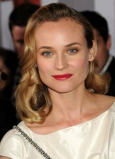 Soft, low key waves on Diane Kruger's Light Blonde Golden haircolor. Get your own most flattering #hair #color right at home here: http://www.haircolorforwomen.com/breakthrough-hair-color-system-your-salon-doesnt-want-you-to-know-about-p/
