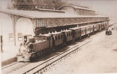 A very early picture of Park Station. It used to have a wonderful dining room and tea room and a delightful old world charm (With acknowledgement to Friedel Hansen) South African Railways, Johannesburg City, Inner World, A Moment In Time, Old World Charm, African History, Africa Travel, The Good Old Days, Nostalgia