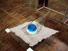 【アース】 2003.5    積層ガラスとステンドグラス  デザイン・製作(Keiko Hujimoto)  ライティング・展示(Hiro Kobashi)