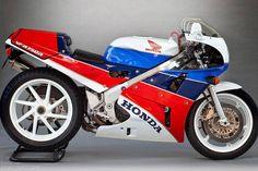 "daidegas: "" Honda VFR750R RC30, http://www.daidegasforum.com/forum/honda/202450-honda-rc30-thread-5.html """