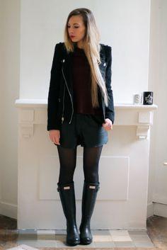 Veste tweed col perfecto Zara + top peplum bordeaux H&M Trend + short cuir H&M Trend + bottes de pluie python Hunter