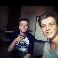 Julian Jordan & Martin Garrix They look like twins they're so cute