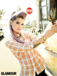 Kelly Osbourne wears great retro hair and make-up these days