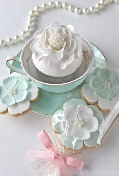 Mint & White blossom cookies - littleboutiquebakery.co.uk